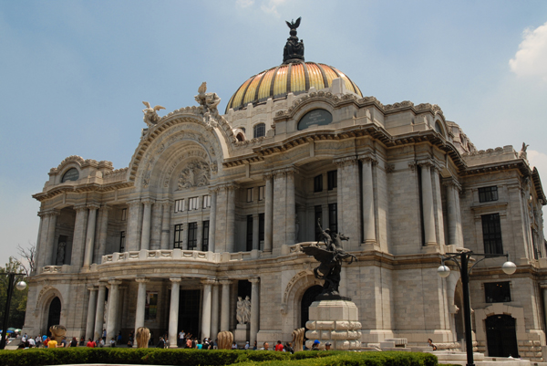 Immersion experience in the mexican cultural landscape and language
